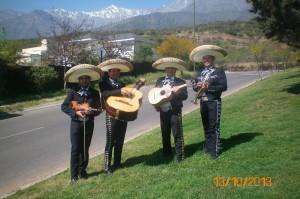 los mariachis de chile: (022) 573 31 58