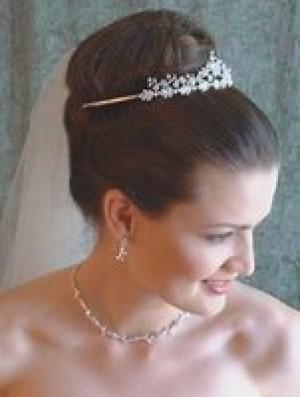 tiaras, peinetas y tocados para novias